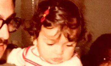 Αναγνωρίζετε το κοριτσάκι της φώτο; Είναι γνωστή Ελληνίδα τραγουδίστρια