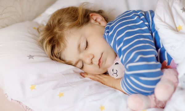 Παγκόσμια Ημέρα Ύπνου: Πόσες ώρες πρέπει να κοιμούνται τα παιδιά;