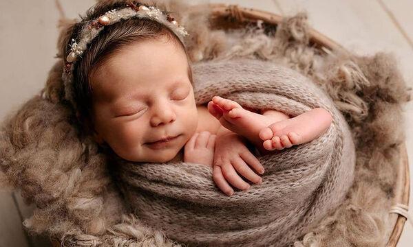 Νεογέννητα μωρά χαμογελούν στον ύπνο τους και είναι υπέροχα (pics)
