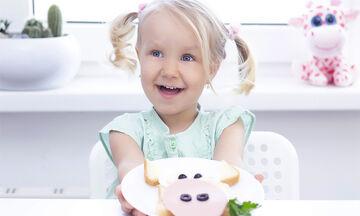 Τέσσερα αλμυρά σνακ για παιδιά με ψωμί του τοστ (vid)