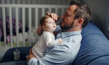 ΕΕ: Αναγνωρίζει το δικαίωμα και των δύο γονιών στην από κοινού άσκηση της γονικής μέριμνας