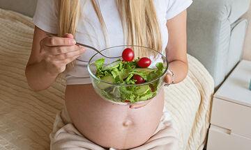 Εγκυμοσύνη & διατροφή: Αυτές είναι οι τροφές που πρέπει να τρώτε πιο συχνά