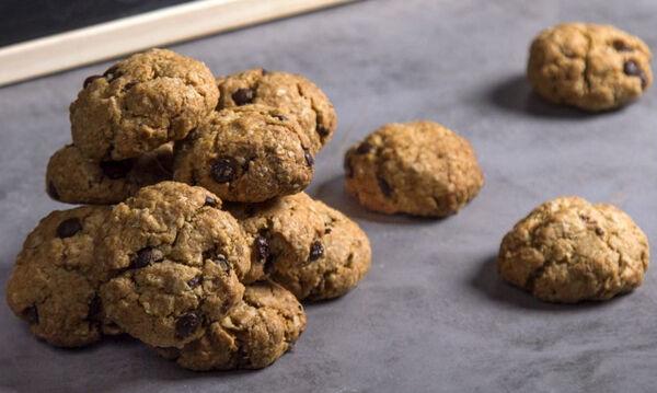 Νηστίσιμα μπισκότα βρόμης με μπανάνα και κομματάκια σοκολάτας