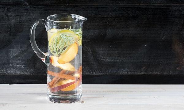 Αρωματισμένο νερό με ροδάκινο, μήλο και αρμπαρόριζα