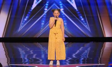 """Δωδεκάχρονη τραγούδησε το """"Dance Monkey"""" & το διαδίκτυο την αποθέωσε (vid)"""