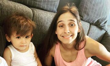 Φωτεινή Αθερίδου: Η απίθανη φωτογραφία του γιου της μέσα στη μπανιέρα
