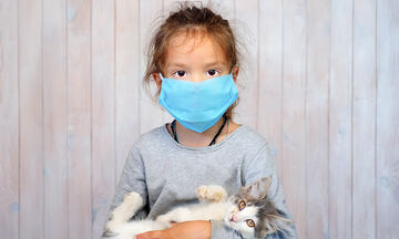 Κορονοϊός: Πρέπει τα παιδιά να φορούν διπλή μάσκα; Τι λένε οι ειδικοί