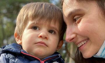 Φωτεινή Αθερίδου: Αυτή κι αν είναι αστεία φώτο με τον γιο της - Δείτε την