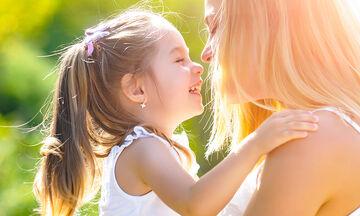 Τέσσερα πράγματα που δεν πρέπει να λένε οι μητέρες μπροστά στην κόρη τους