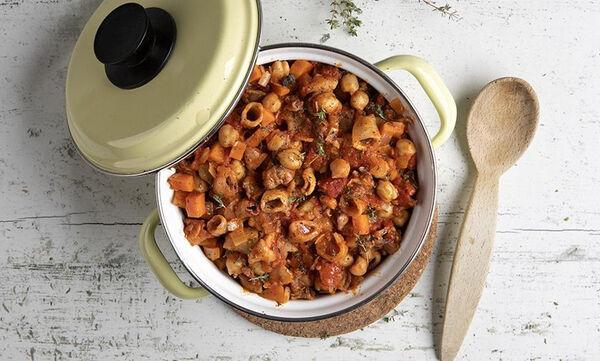 Νηστίσιμη συνταγή: Ρεβίθια με λαχανικά και καλαμαράκια