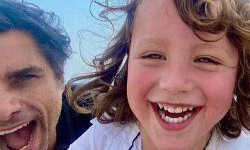 John Stamos - Δεν χορταίνουμε να βλέπουμε τις φωτογραφίες με τον γιο του