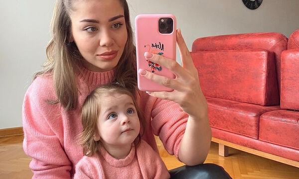 Μαμά και κόρη ντύνονται πάντα ασορτί και «τρελαίνουν» το διαδίκτυο