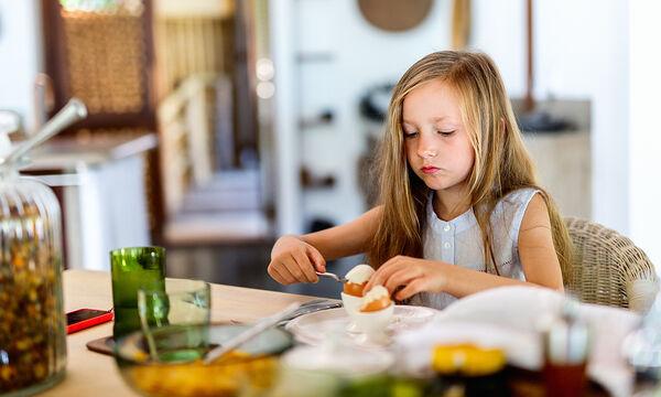 Πώς θα φτιάξετε ζωάκια με βραστά αβγά για τα παιδιά σας (vid)
