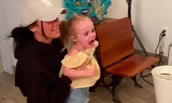 Ο πασχαλινός λαγός την έκανε να κλαίει-Δείτε την ξεκαρδιστική συνέχεια