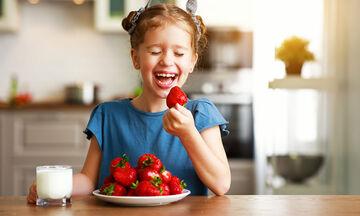 5 ανοιξιάτικα φρούτα που θα ενισχύουν το ανοσοποιητικό όλης της οικογένειας