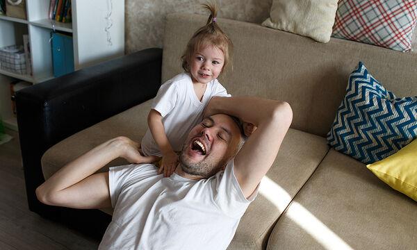 Ενεργοί Μπαμπάδες: Δικαίωμα των παιδιών να ανατρέφονται κι από τους δύο γονείς