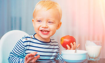 Πώς θα μάθει το παιδί ηλικίας 1 έως 3 ετών να τρώει σωστά