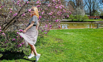Μαρία Ηλιάκη: Δοκιμάζει ρούχα μπροστά στον καθρέφτη της και είναι υπέροχη