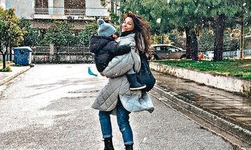 Κατερίνα Παπουτσάκη: Ο μικρός της γιος έχει μακριά μαλλιά και του πάνε πολύ