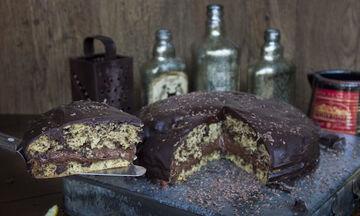 Νηστίσιμο σοκολατένιο κέικ χωρίς βούτυρο και αυγά