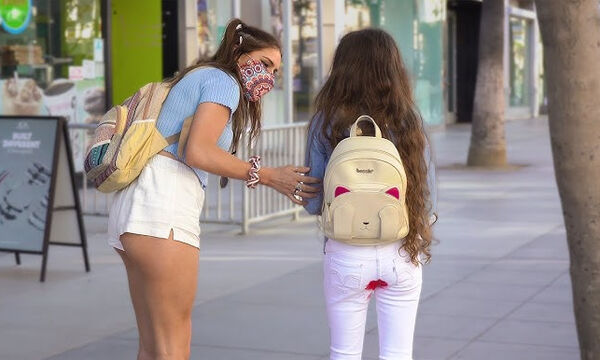 Πείραμα: Εσείς θα βοηθούσατε ένα κορίτσι με την πρώτη του περίοδο; (vid)