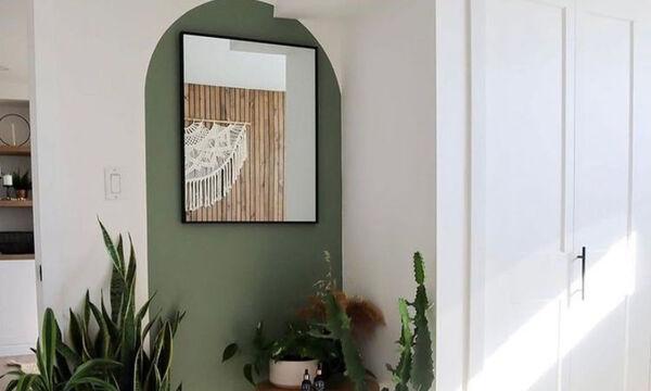 Οι ζωγραφισμένες καμάρες αποτελούν την ωραιότερη εικαστική πινελιά σ' ένα ανοιξιάτικο φόντο
