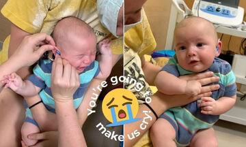 Μωράκι σταματά να κλαίει όταν ακούει για πρώτη φορά τη φωνή των γονιών του