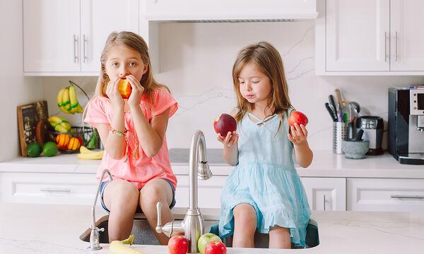 Πόσα φρούτα πρέπει να τρώνε τα παιδιά κάθε μέρα;