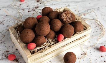 Τρουφάκια με πασχαλινά κουλουράκια - Η συνταγή του Άκη