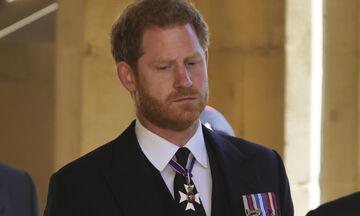 Πού πήγε ο πρίγκιπας Harry μετά την κηδεία του παππού του (και όχι, δεν επέστρεψε στη Meghan)