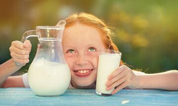 Το παιδί πρέπει να πίνει πλήρες γάλα ή με χαμηλά λιπαρά;