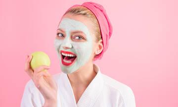 Tips για μαμάδες: Σπιτική μάσκα προσώπου με μήλο - Ποια τα οφέλη
