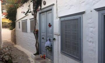 Guardian: Οι ξένοι που ζουν στην Ελλάδα δεν μπορούν να εμβολιαστούν - Τα κενά στο σύστημα