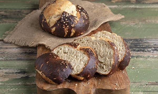 Ψωμί πρέτζελ από τον Άκη Πετρετζίκη - Αφράτο και ιδιαίτερο
