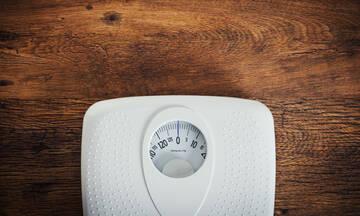 Απώλεια βάρους χωρίς δίαιτα μετά τα 60: Με ποιες παθήσεις συνδέεται (εικόνες)