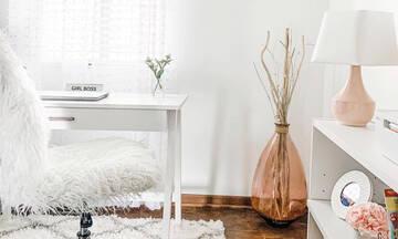 Οι συμβουλές της Marie Kondo για να μεταμορφώσεις το γραφείο σου σ΄ένα girly iconic χώρο (video)