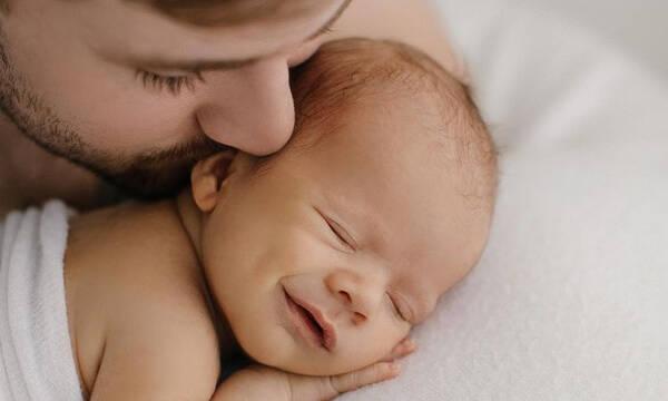 Οι πιο γλυκές φωτογραφίες μπαμπάδων με τα μωρά τους είναι αυτές (pics)