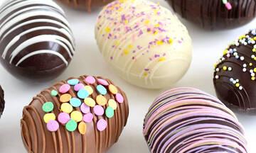 Πασχαλινή συνταγή: Φτιάξτε εντυπωσιακά σοκολατένια αυγουλάκια για τα παιδιά