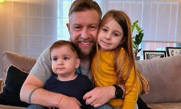 Γιάννης Βαρδής: Ο πιο τρυφερός μπαμπάς - Το υπέροχο βίντεο με τα παιδιά του