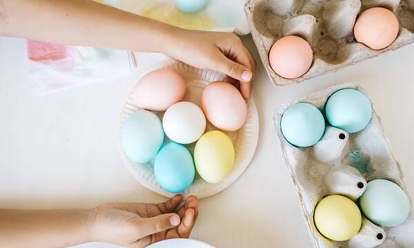 Βάψτε τα πασχαλινά αυγά ανέξοδα και με φυσικό τρόπο