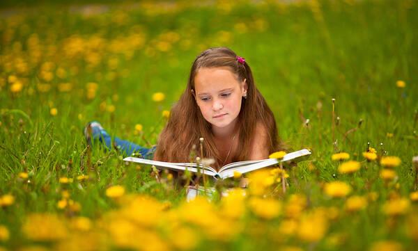 Πανέξυπνοι τρόποι που θα κάνουν τα παιδιά να λατρέψουν το διάβασμα