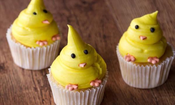 Φτιάξτε πασχαλινά cupcakes κοτοπουλάκια με τα παιδιά