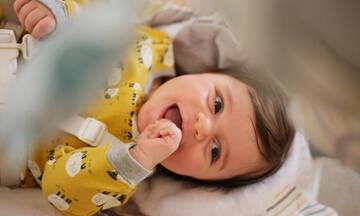 Ο ύπνος της μαμάς δεν είναι πολυτέλεια: Γιατί χρειάζεται η βοήθεια της οικογένειας