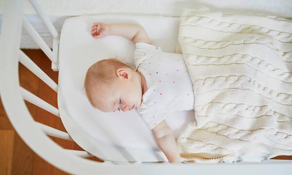 Συμβουλές για να κοιμάται το μωρό με ασφάλεια στην κούνια του