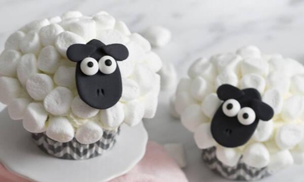 Προβατάκια cupcakes: να τα φτιάχνεις και να μη θες να τα φας (video)