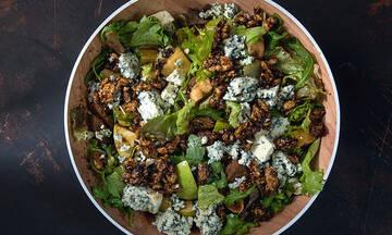 Δροσερή πράσινη σαλάτα με αποξηραμένα σύκα και blue cheese