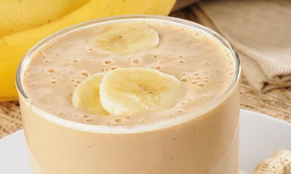 Υγιεινό smoothie με μπανάνα και παγωτό βανίλια έτοιμο σε 5 λεπτά