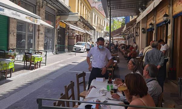 Ρεπορτάζ Newsbomb.gr: Γέμισαν τα καταστήματα της εστίασης ανήμερα Πρωτομαγιάς