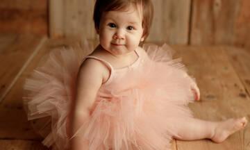 Μωράκια φωτογραφίζονται φορώντας τουτού και είναι απλά αξιολάτρευτα
