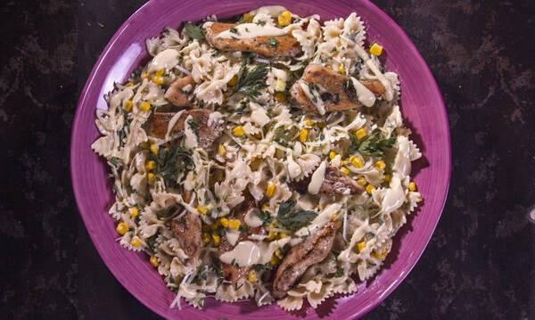 Σαλάτα με ζυμαρικά και κοτόπουλο - Πανεύκολο φαγητό, έτοιμο σε 30 λεπτά